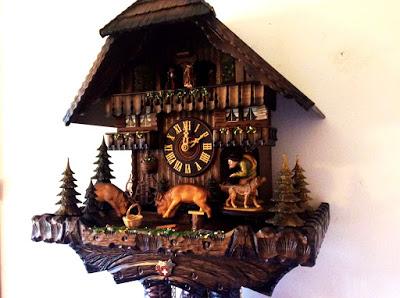 Đồng hồ treo tường cuckoo bác thợ săn